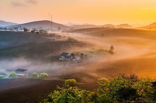 Vẻ đẹp mê hoặc của Mộc Châu trong sương sớm - 3