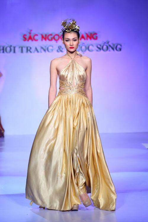 """Thanh Hằng: """"Áo dài khiến phụ nữ Việt đẹp nhất!""""-10"""