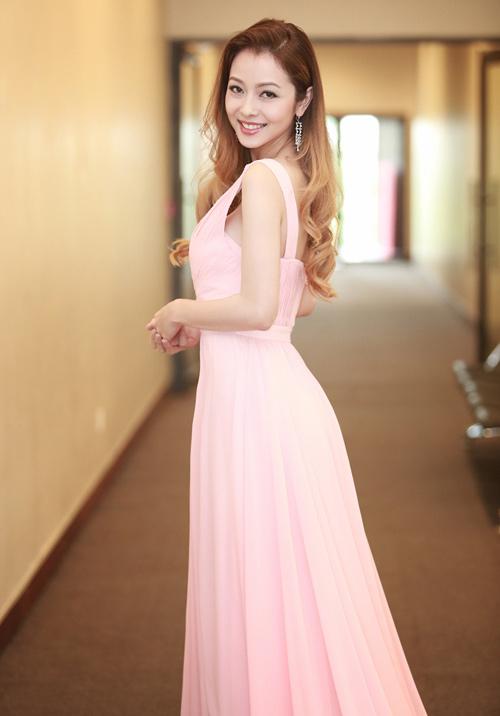 Những bộ váy ngắm mãi không chán của Jennifer Phạm - 6