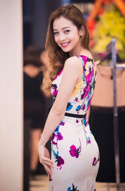 Những bộ váy ngắm mãi không chán của Jennifer Phạm - 8