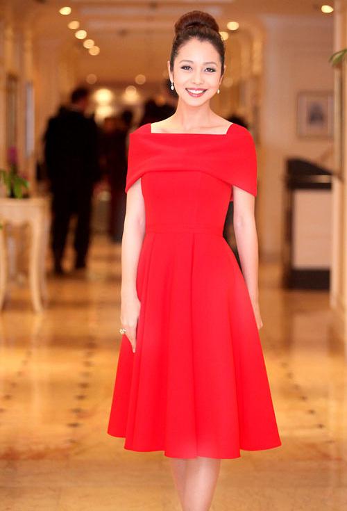 Những bộ váy ngắm mãi không chán của Jennifer Phạm - 3