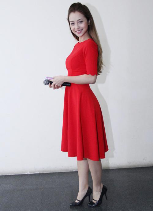 Những bộ váy ngắm mãi không chán của Jennifer Phạm - 4