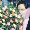 Làng sao - Diễm Hương nhận hoa của bạn trai giữa đêm khuya