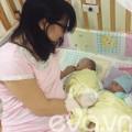Bà bầu - Xúc động mẹ ôm bụng bầu sang Malaysia cứu con