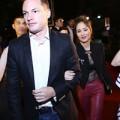 Làng sao - Hồng Nhung sexy khoác tay chồng Tây đi xem phim