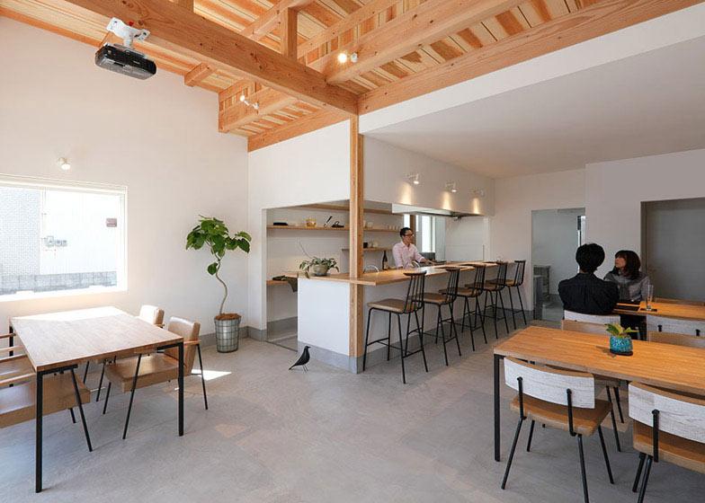 Học hỏi thiết kế căn hộ kết hợp quán cafe-2