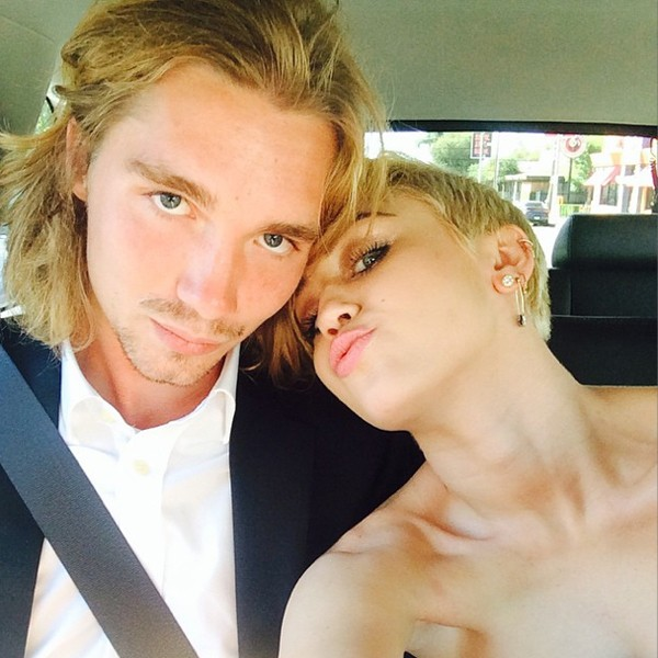 Người bạn nhận giải thay Miley Cyrus là tội phạm truy nã-1