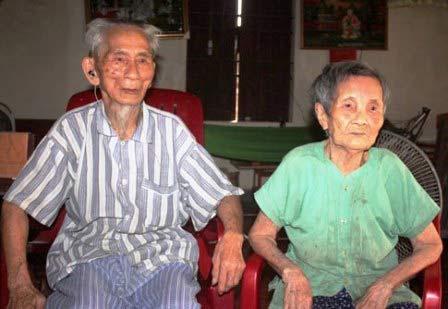 Đôi vợ chồng cao tuổi nhất châu Á là người Việt Nam-1