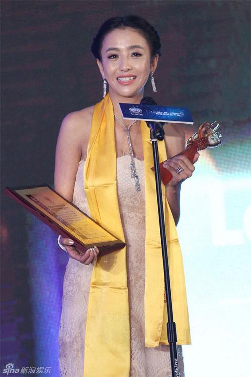 """Đồng Lệ Á """"thắng đậm"""" tại Lễ trao giải Hoa Đỉnh - 1"""