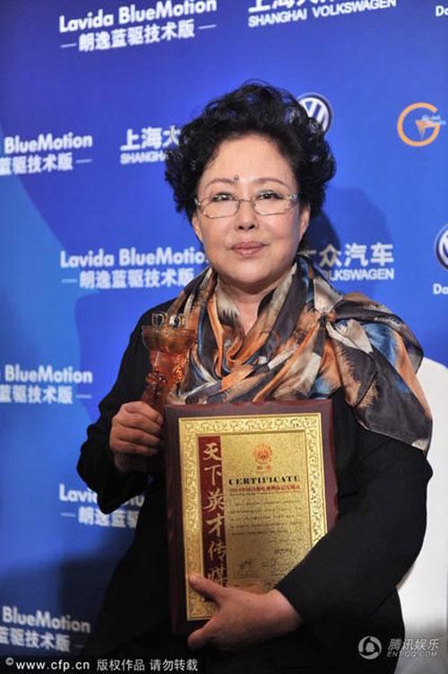 """Đồng Lệ Á """"thắng đậm"""" tại Lễ trao giải Hoa Đỉnh - 9"""