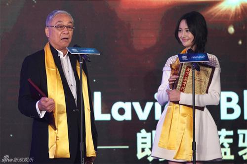 """Đồng Lệ Á """"thắng đậm"""" tại Lễ trao giải Hoa Đỉnh - 7"""