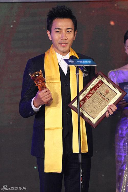 """Đồng Lệ Á """"thắng đậm"""" tại Lễ trao giải Hoa Đỉnh - 5"""