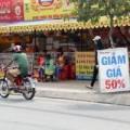 Mua sắm - Giá cả - Cửa hàng ế ẩm, bánh trung thu hạ giá sớm