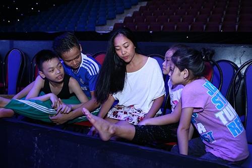 Đoan Trang, Khánh Thi lộ mặt mộc không son phấn-4