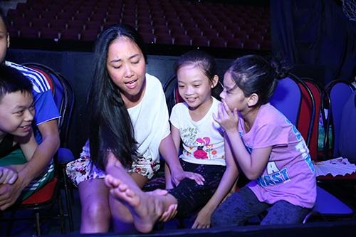 Đoan Trang, Khánh Thi lộ mặt mộc không son phấn-5
