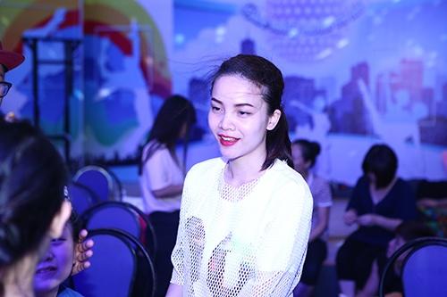 Đoan Trang, Khánh Thi lộ mặt mộc không son phấn-11