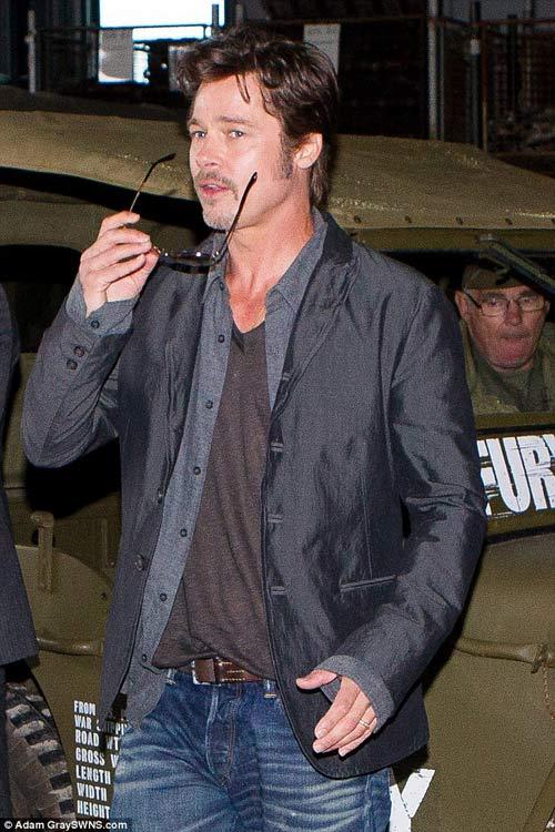 Brad Pitt lộ diện với nhẫn cưới trên tay-2