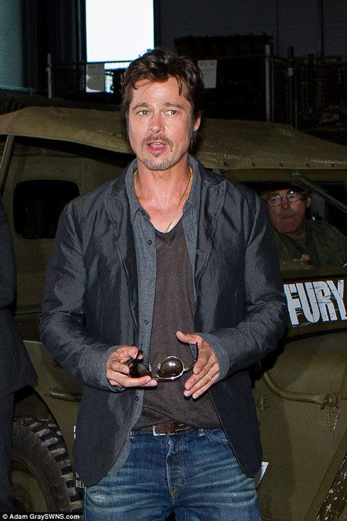 Brad Pitt lộ diện với nhẫn cưới trên tay-3
