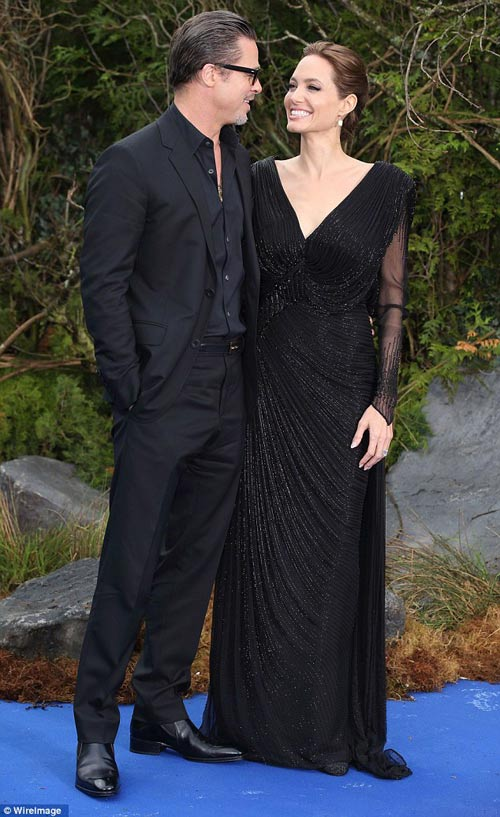 Brad Pitt lộ diện với nhẫn cưới trên tay-6