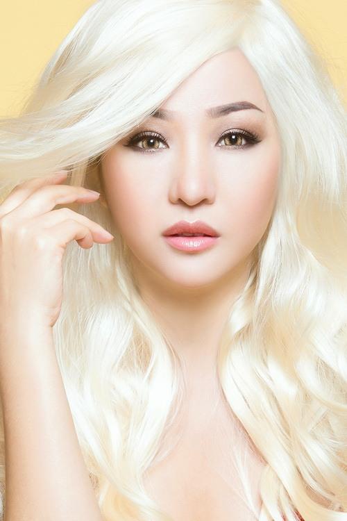"""Thúy Nga hóa """"búp bê Barbie"""" tóc bạch kim-2"""