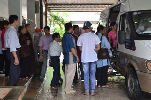 Tiếp tục đưa 12 trẻ, người già chùa Bồ Đề về nơi ở mới-3