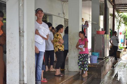 Tiếp tục đưa 12 trẻ, người già chùa Bồ Đề về nơi ở mới-8