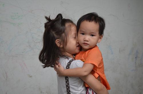 Tiếp tục đưa 12 trẻ, người già chùa Bồ Đề về nơi ở mới-10