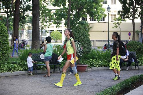 Hương Giang Idol đi trên dây qua sông Sài Gòn-2