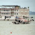 Tin tức - Đằng sau nguyên nhân dông lốc gây chìm 3 tàu du lịch ở vịnh Hạ Long