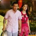 Làng sao - Hương Giang Idol nắm chặt tay bạn trai trên phố