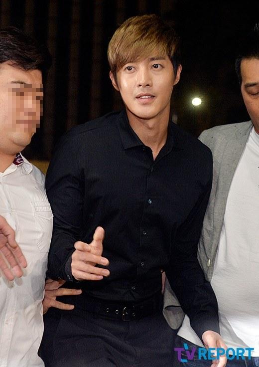 kim hyun joong tuoi cuoi roi so canh sat - 5