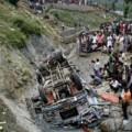 Tin tức - Ấn Độ: Xe buýt bị lũ cuốn trôi, ít nhất 32 người chết