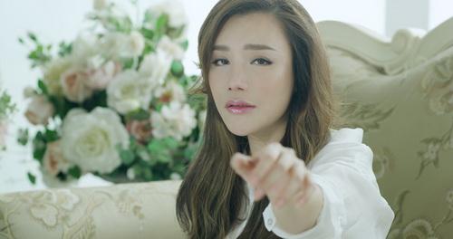 ho quynh huong khoc roi nuoc mat van xinh dep - 3