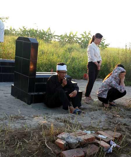 chong nu y ta om con tu tu: 'minh song the nay khong bang chet' - 2