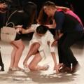 Thời trang - Hồng Quế ngã sõng soài trên sàn diễn Đẹp Fashion Runway