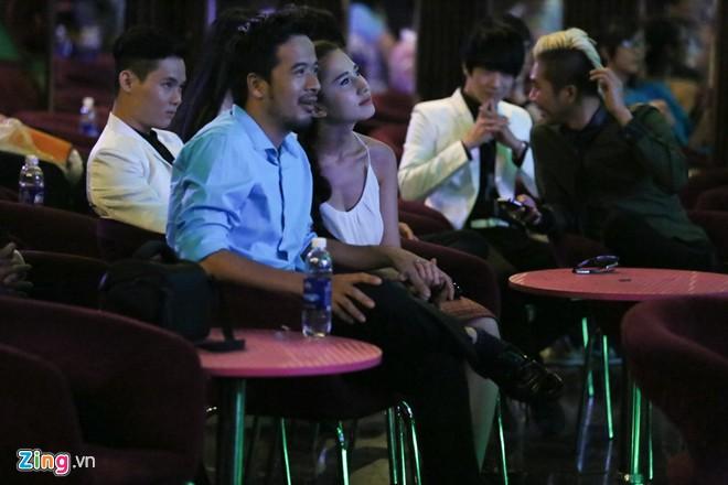 bat gap chong sap cuoi cua ngoc lan nam tay hot girl - 3
