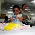 Tin tức - Bé 4 tuổi bị bạo hành: Bà ngoại giữ tiền và giành quyền nuôi Ngân