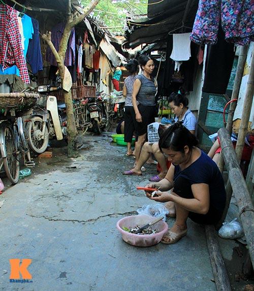 xot long nhung phu nu song trong xom o chuot - 6