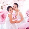 Làng sao - Yến Trang đẹp như cô tiên bên các học trò