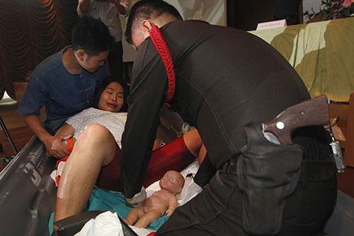 canh sat thai lan hoc do de cho phu nu mang thai - 4