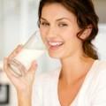 Sức khỏe - Công dụng làm đẹp bất ngờ từ sữa tươi