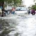 Tin tức - Hà Nội ngập giờ đi làm, dân bì bõm lội nước