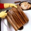 Bếp Eva - Cách làm sạch thớt gỗ cực đơn giản