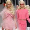 """Thời trang - Búp bê Barbie """"đổ bộ"""" sàn diễn của Moschino"""