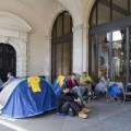 Tin tức - Ảnh thế giới tuần qua: Fan 'cắm trại' xuyên đêm mua iPhone 6