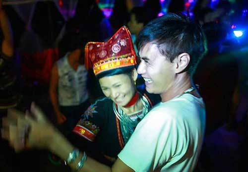 chuyen tinh an tuong cua chang tay va co gai dao - 1