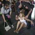 Tin tức - Cảnh sát tập kích phố đèn đỏ, bắt gái mại dâm