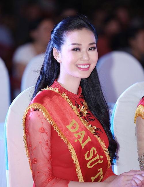 "khanh my - tu nguoi mau ""sach"" den hang loat scandal - 3"