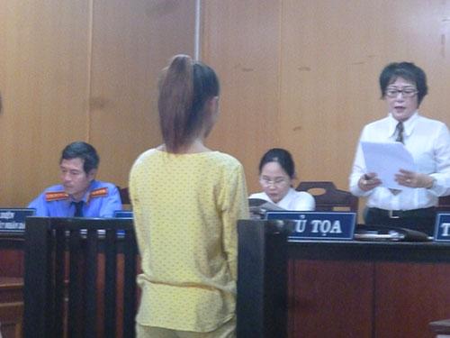 be gai 15 tuoi dang mang thai van di cuop tai san - 1