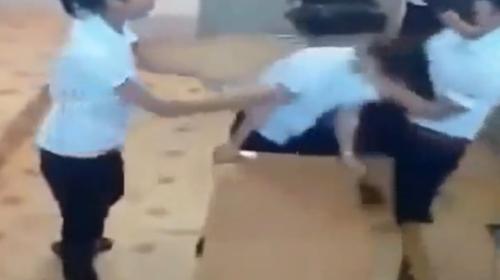 hoc sinh dung dien thoai: chuoc noi lo - 1